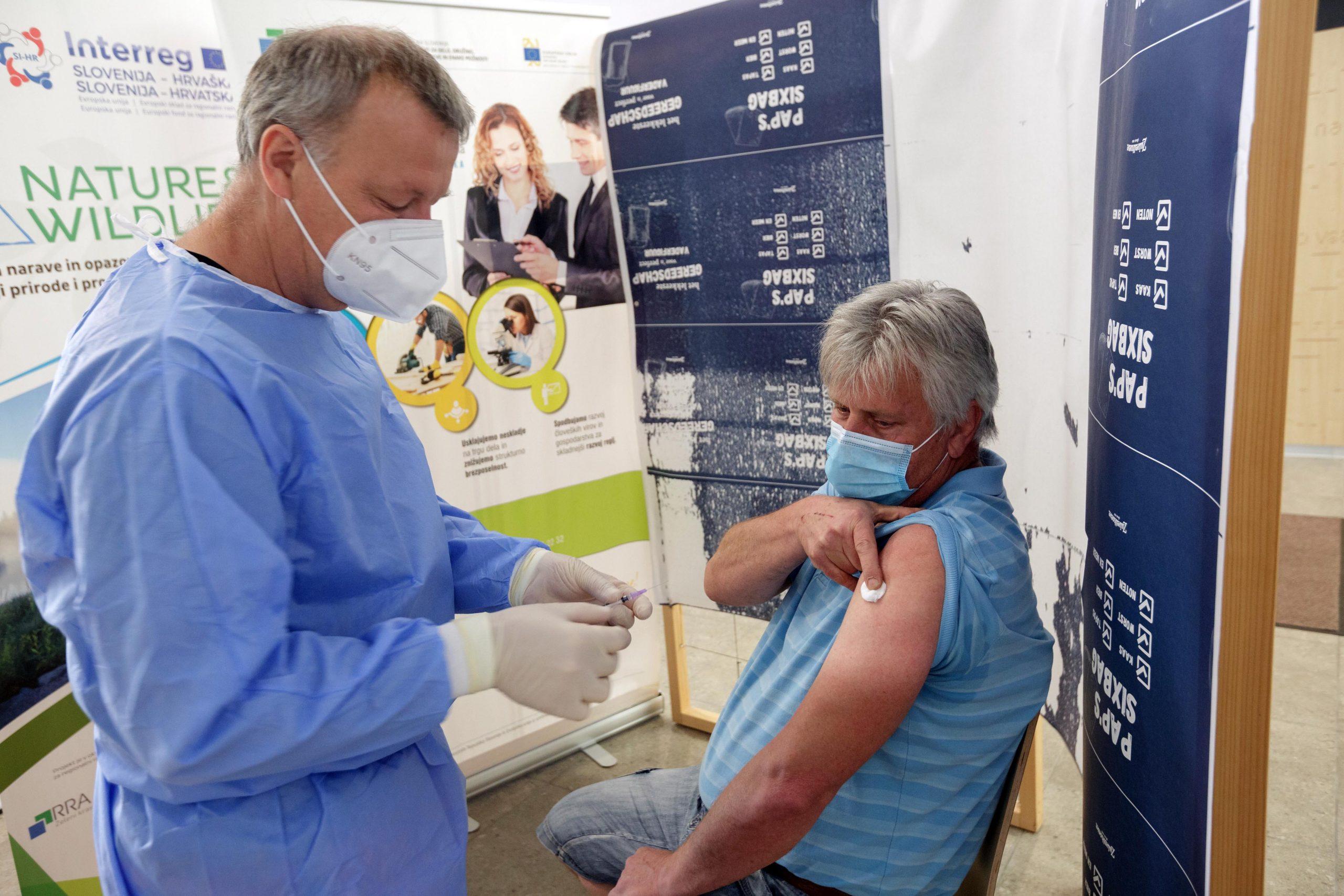 Množično cepljenje v Postojni