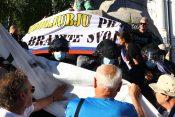 Rumeni jopiči na Prešernovem trgu
