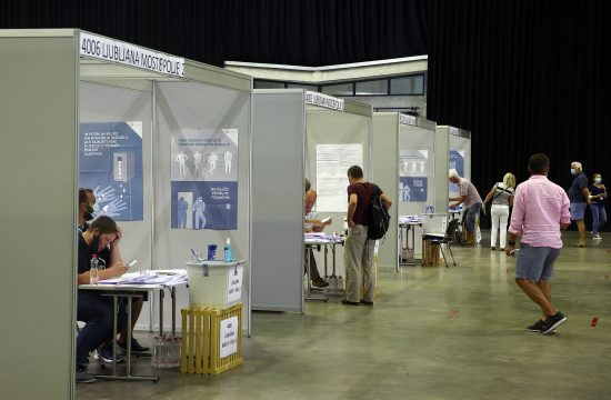 PRedčasno glasovanje na referendumu o zakonu o vodah