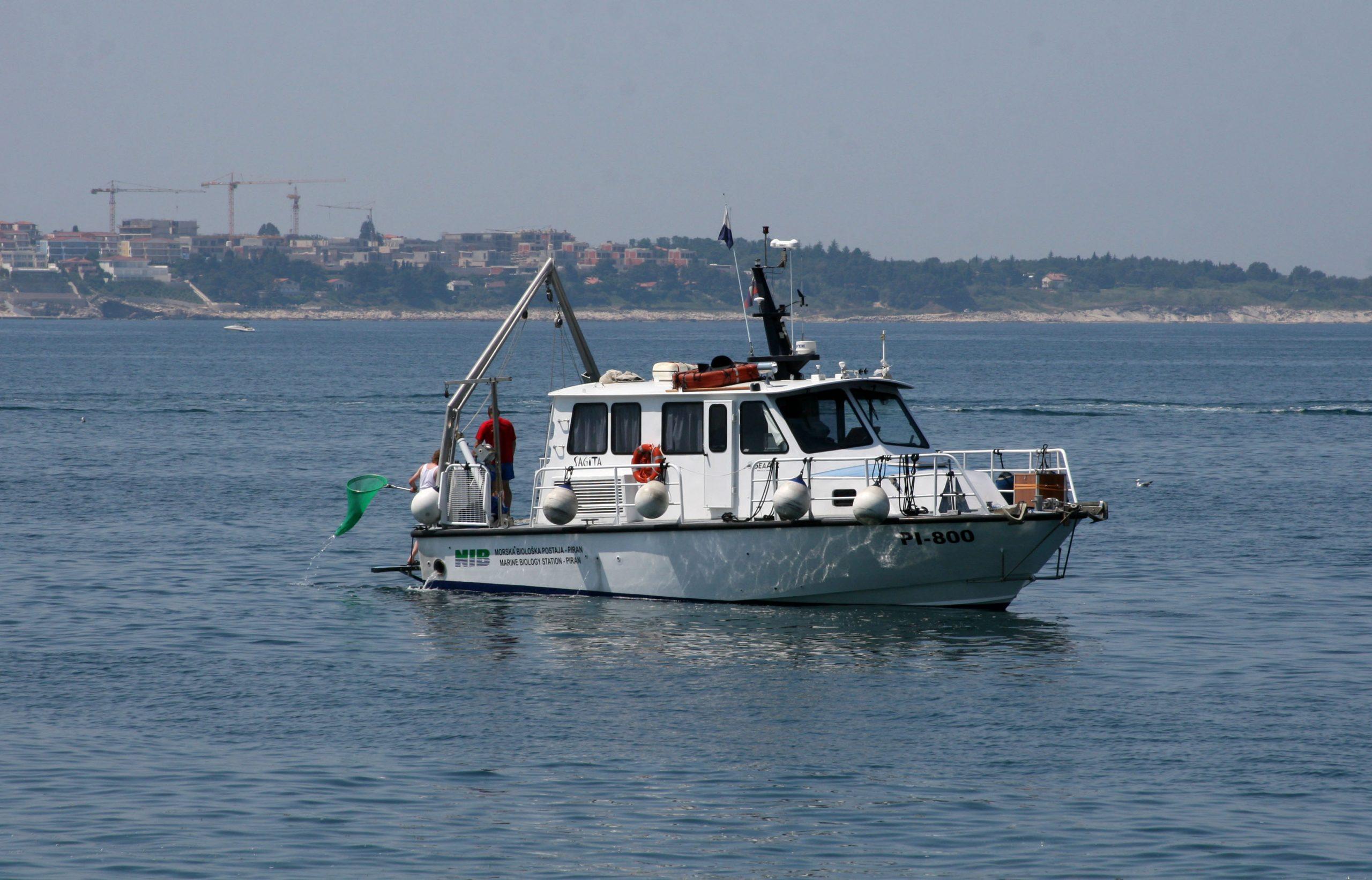 Slovenski raziskovalci morje raziskujejo z ladjo Sagita