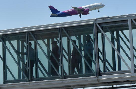 Potniki na letališču