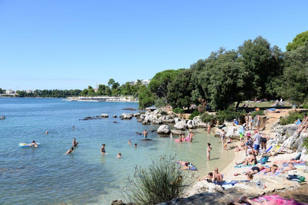 plaža rovinj istra hrvaška