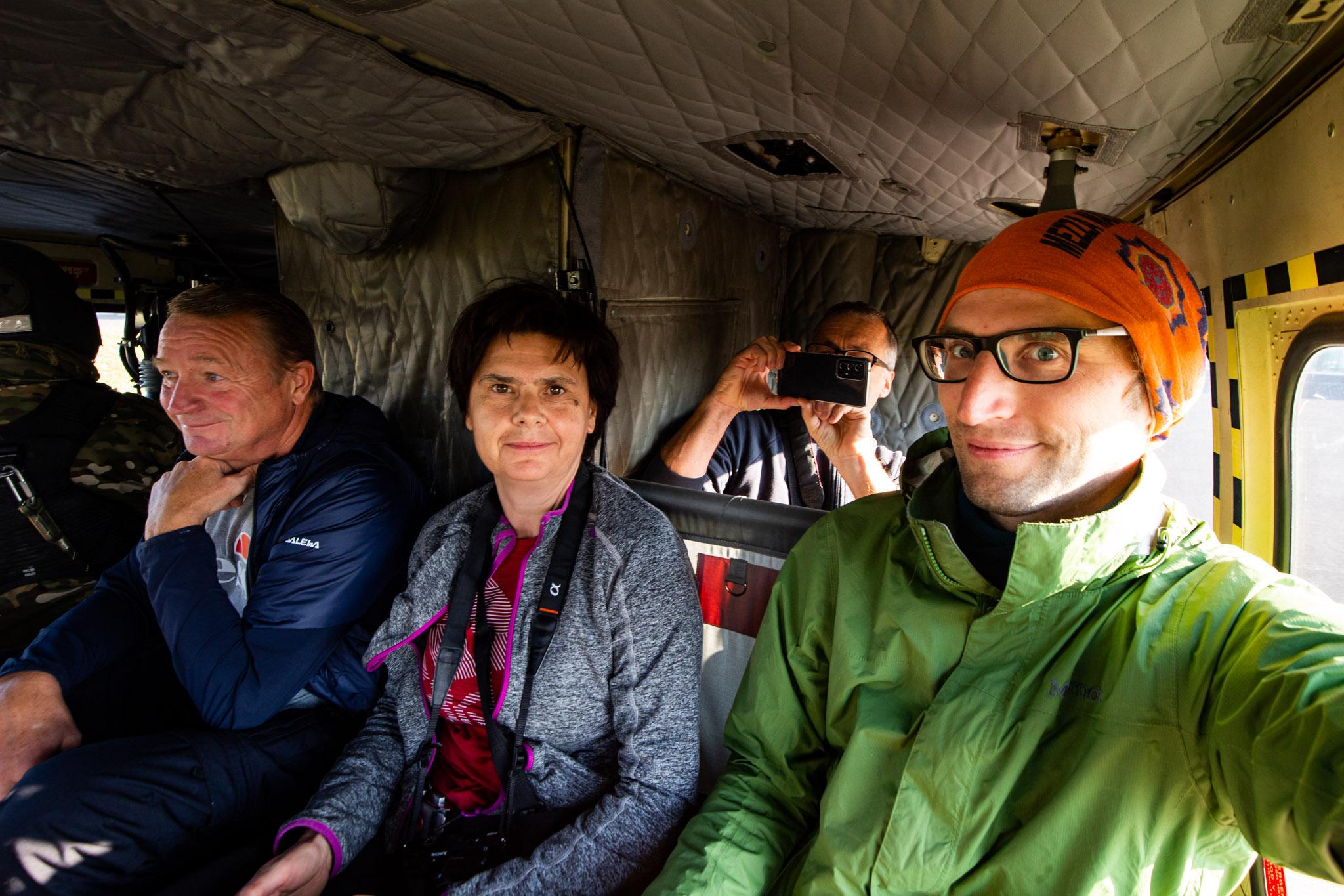 Raziskovalci v helikopterju