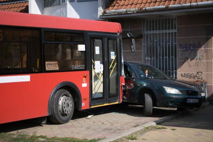 Prometna nesreča: avtobus v Zemunu