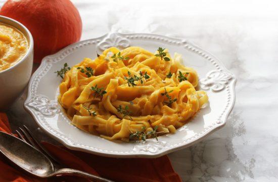 Testenine v bučni omaki