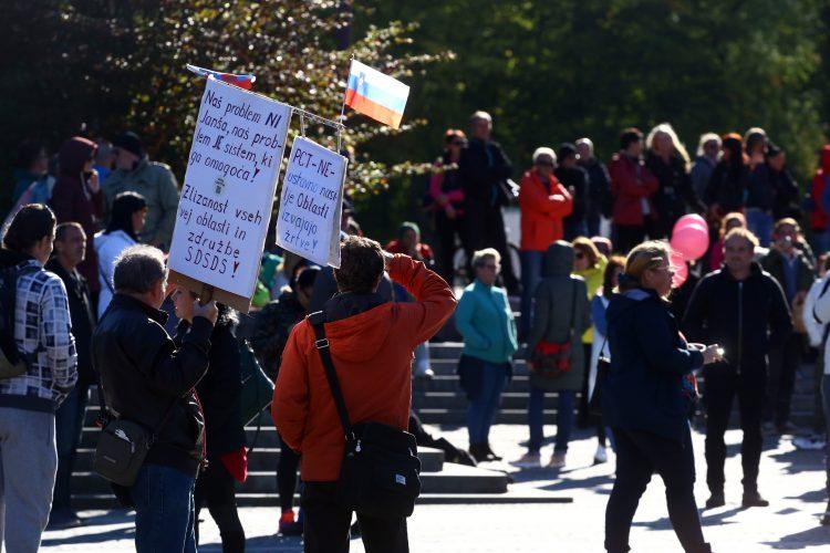 Protest proti vladi in PCT ukrepom