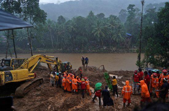 Plazovi in poplave v Indiji